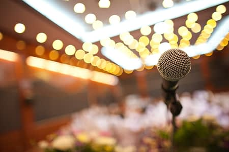 close-up-of-microphone-in-concert-hall-or-conference-room_BDlZE9k_2fg.jpg